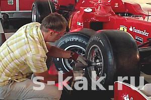 Как поменять сдутое колесо