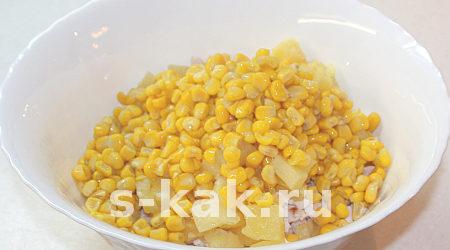 "Вкусный салат ""Копченая курица с ананасами"". Шаг 5"