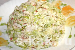 Салат с луком-пореем за 10 минут