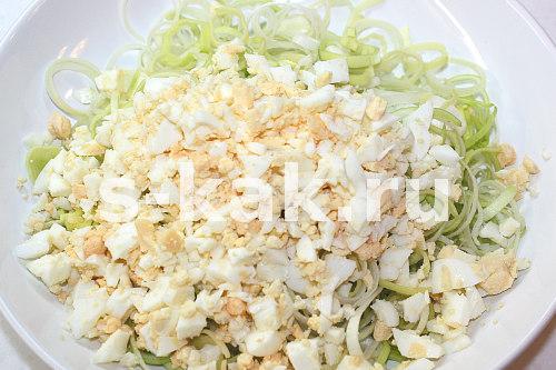 Как приготовить салат с луком пореем