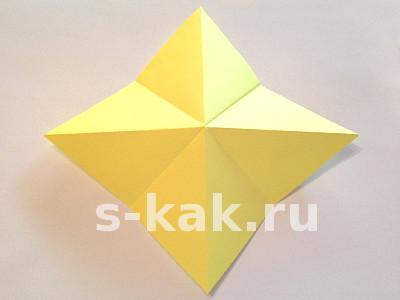 Как сделать объемную звезду из бумаги. Шаг 2