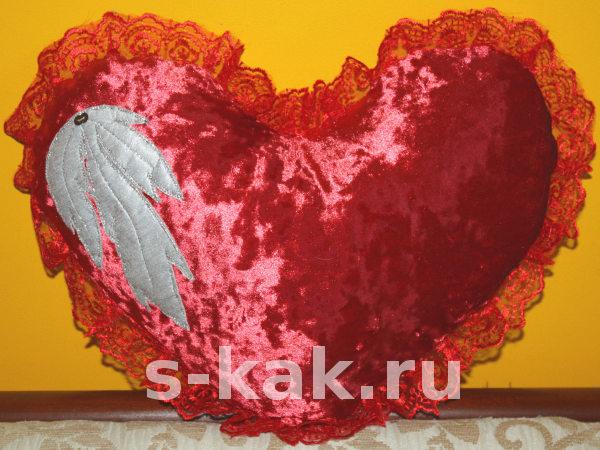 Подушка-сердце с оборкой своими руками
