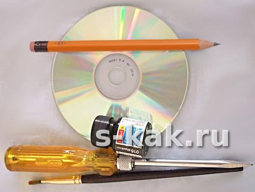 краска акриловая, диск, шило, кисть, карандаш