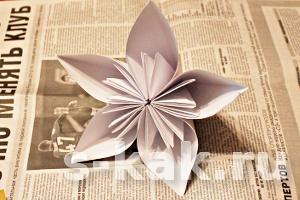 Как сделать объёмный цветок из бумаги за 10 минут