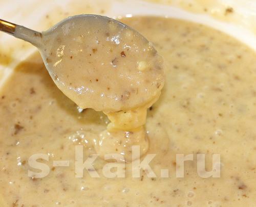 Испечь шарлотку с грецкими орехами